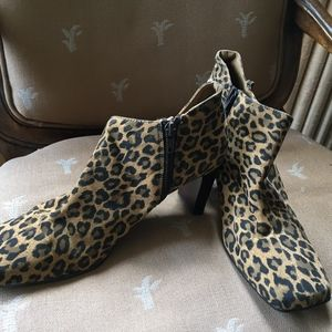 New Karen Scott Animal Print Bootie Heel (9M)